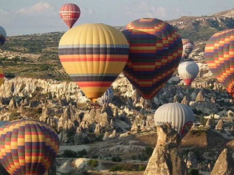 Turkey_Fair-Chimneys-Air-Balloons[1]