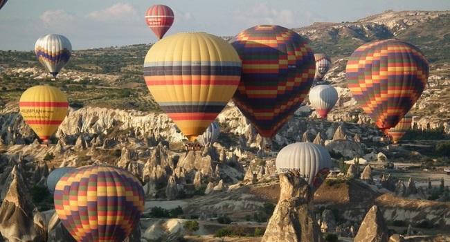 Turkey_Fair-Chimneys-Air-Balloons[1]