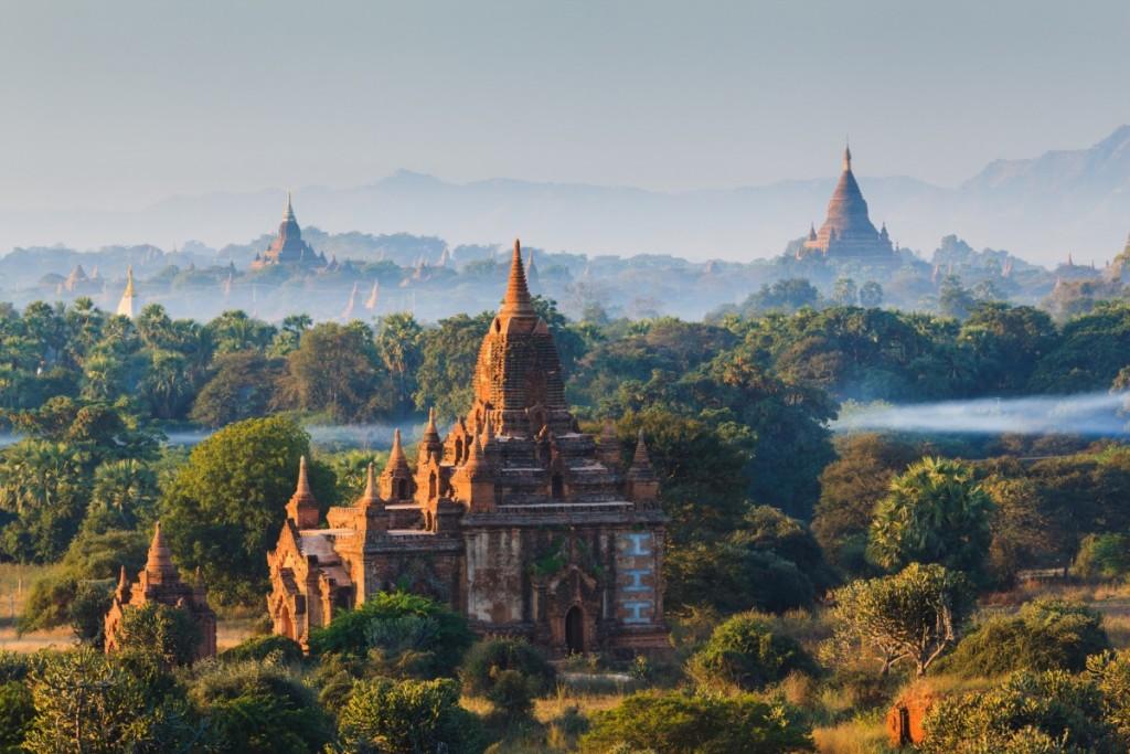 photodune-6858365-the-temples-of-bagan-at-sunrise-bagan-myanmar-m-1200x800-1024x683[1]